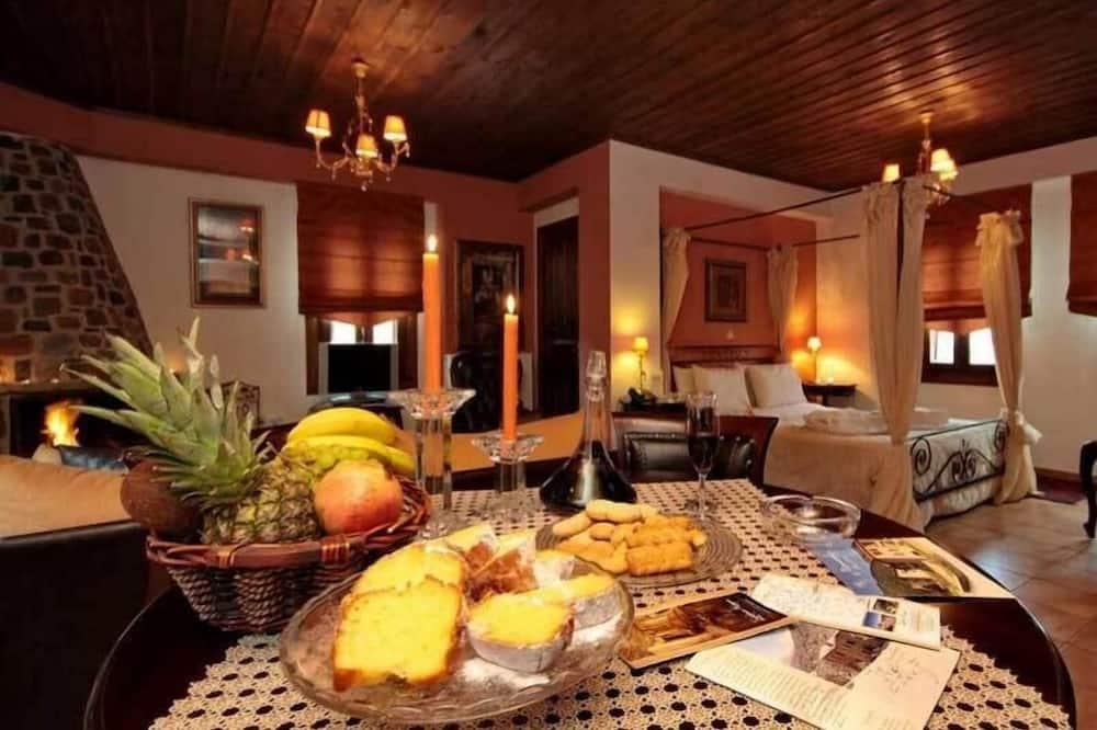 Apartament typu Suite, kominek, widok na góry - Wyżywienie w pokoju