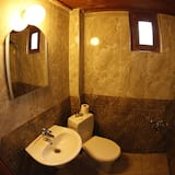 Номер базового типа, 1 спальня, для некурящих, вид на город - Ванная комната