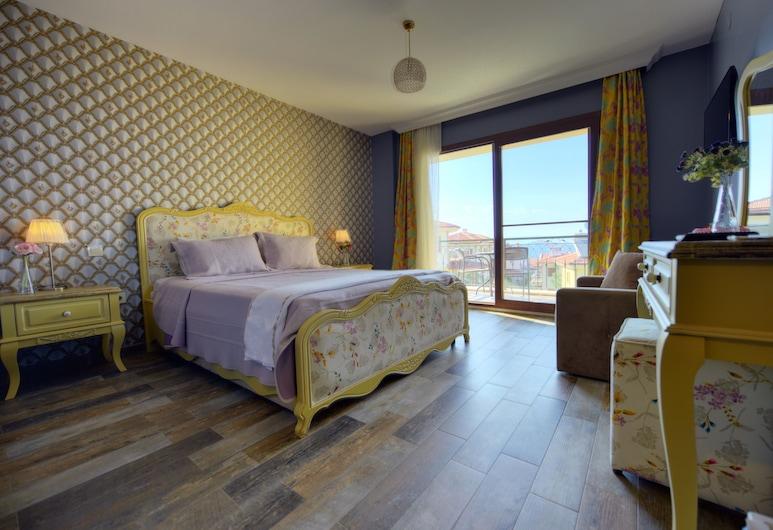 Nilufer Otel - Adult Only, Ayvalık, Deluxe Tek Büyük Yataklı Oda, Deniz Manzaralı, Oda
