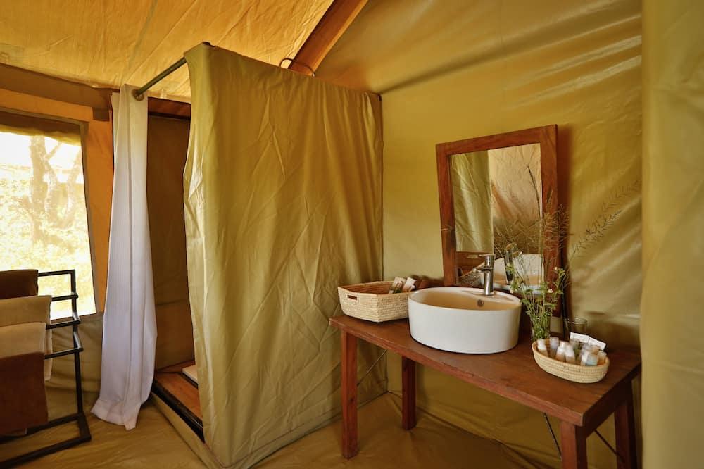 Lều Cao cấp - Chậu rửa trong phòng tắm