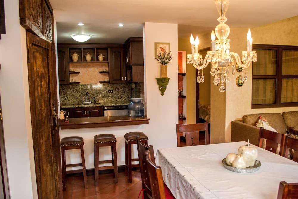 Deluxe villa, 2 magamistoaga, basseini kasutamise võimalusega, vaade mägedele - Lõõgastumisala