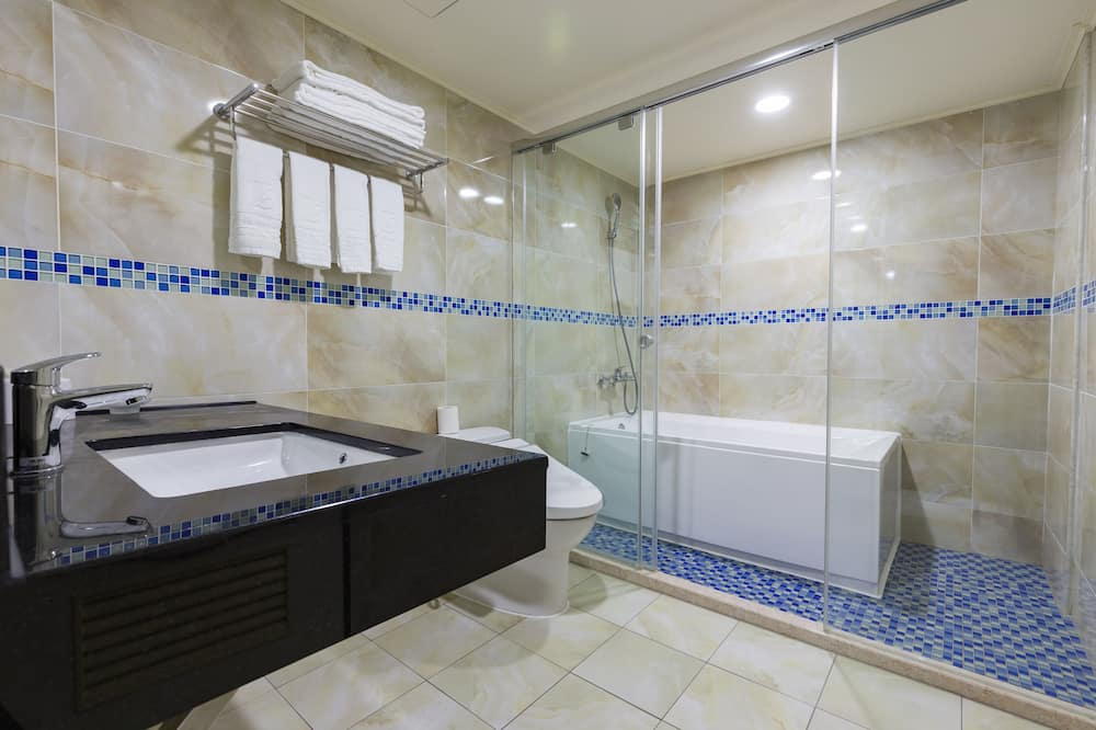 尊爵客房 (6-Person) - 浴室