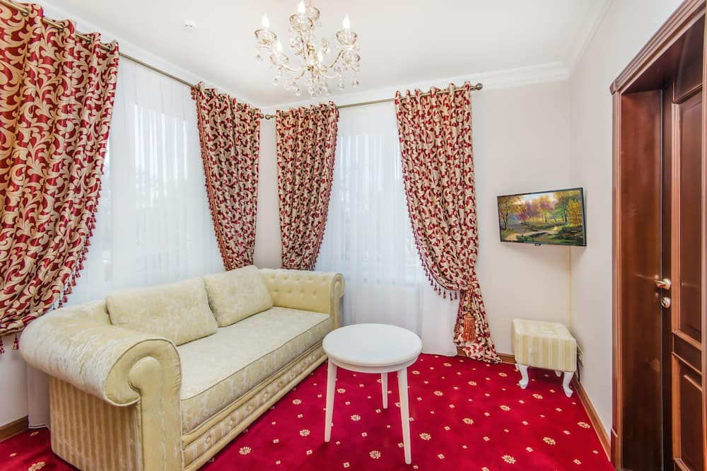 Suite, Balcony, Park View - Living Room