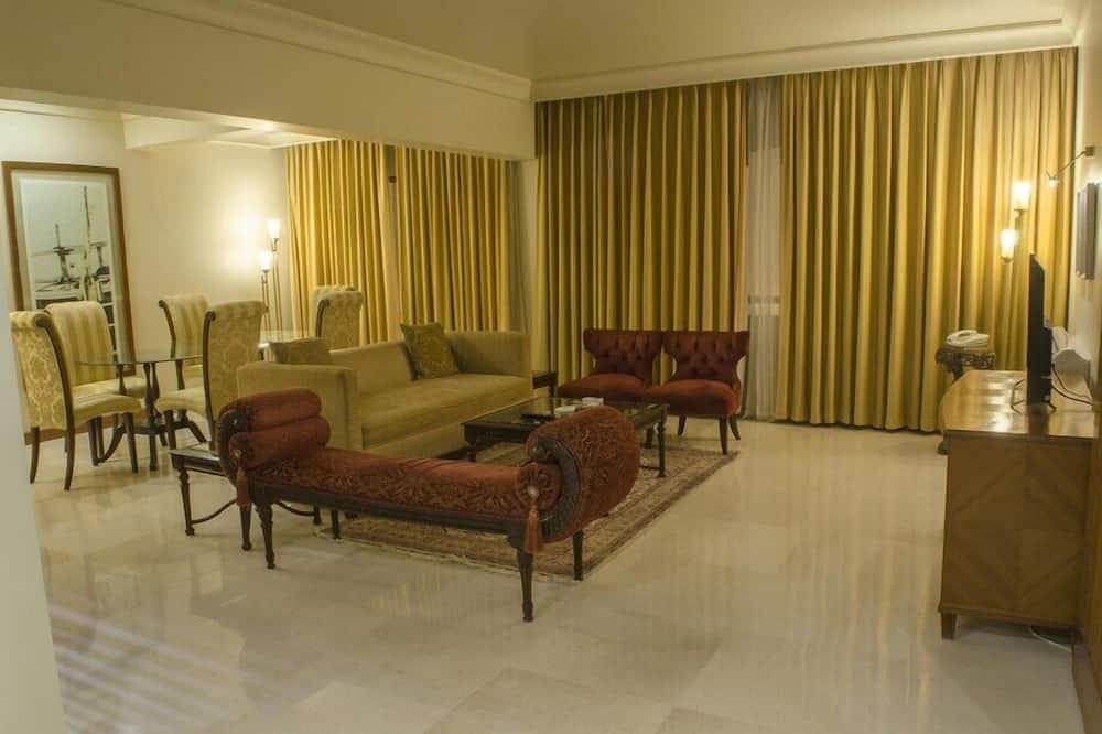 Deluxe Suite, 1 Double Bed - Living Room