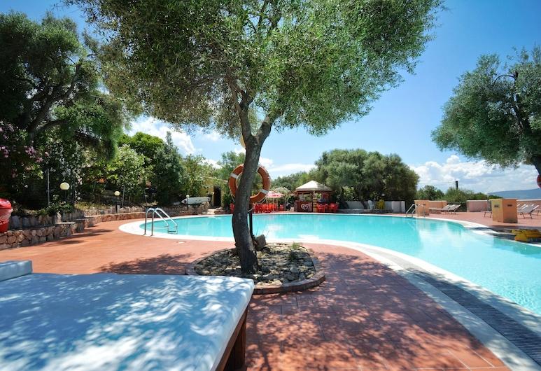 Residence Pendrasardinia Costa del Turchese, באדזי, בריכה חיצונית