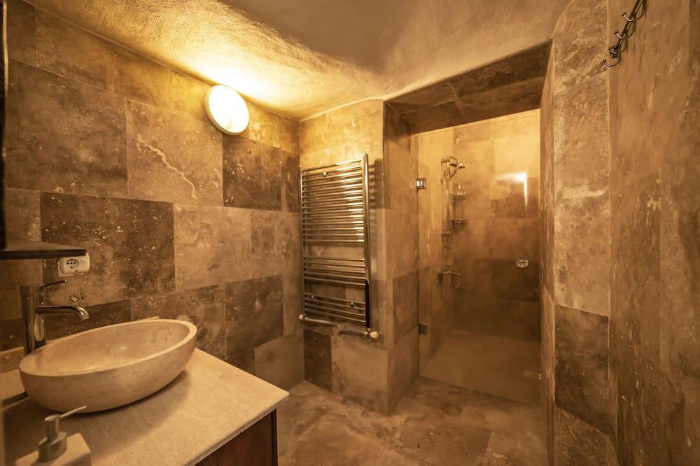 Cave Suit - Bathroom