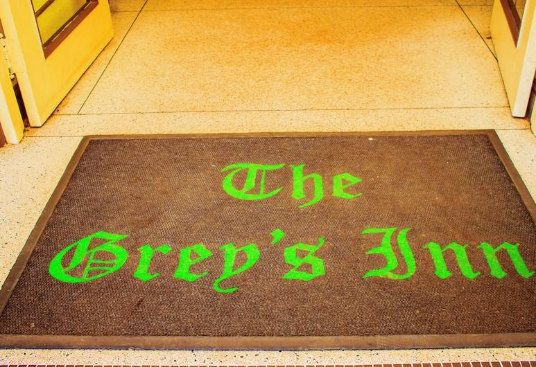 The Grey's Inn, บูลาวาโย, บริเวณประตูทางเข้า