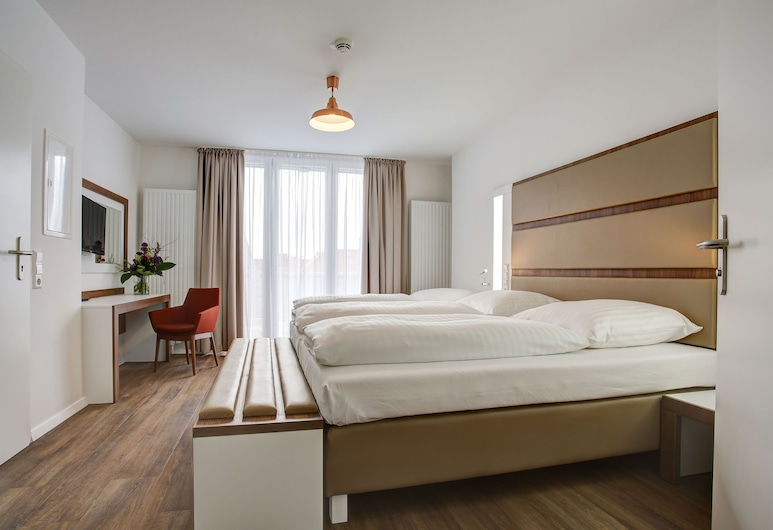Boutique 030 Hannover City by INA, Hannover, Standard Triple Room, Guest Room