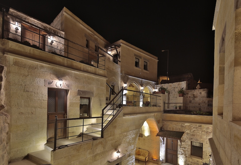 Yaren Cave House, Nevsehir, Hotel Front – Evening/Night