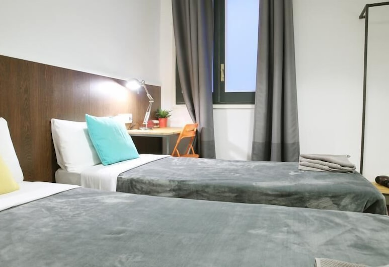 Sweet BCN Traveller House, Barcelona, Standard Double Room (shared bathroom), Guest Room