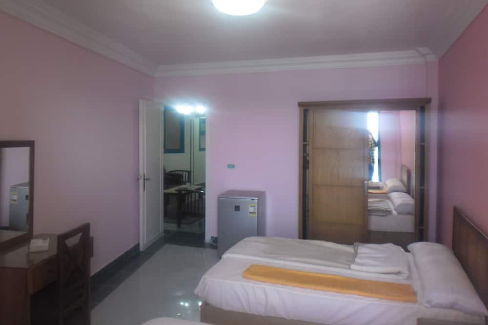 Апартаменти, 3 спальні, з видом на море - Вітальня