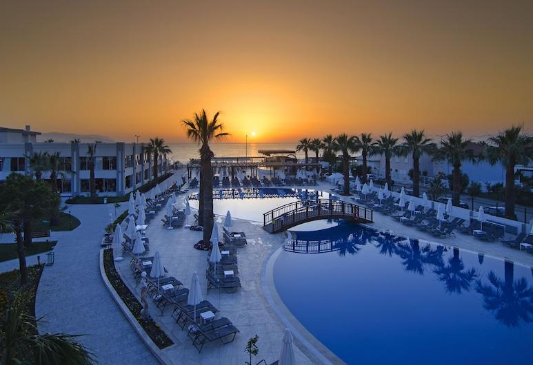 Palm Wings Beach Resort & Spa Kusadasi- All Inclusive, Kusadasi, Outdoor Pool