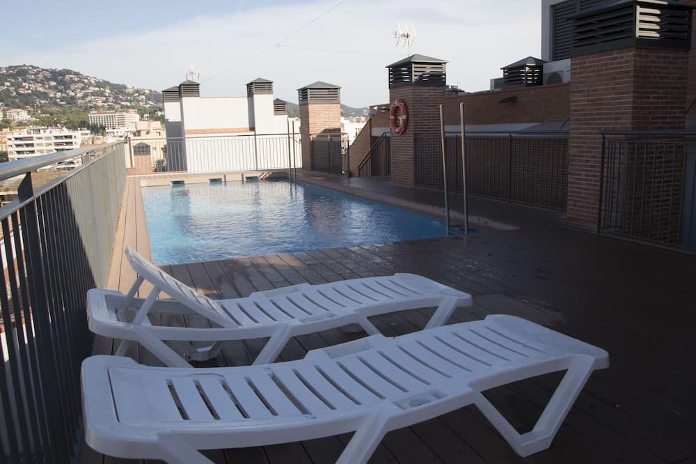 Tetőteraszi medence