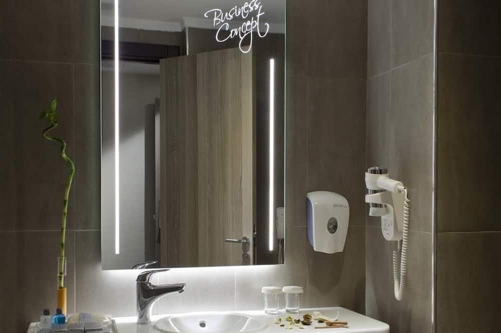 Economy Tek Büyük Yataklı Oda, 1 Çift Kişilik Yatak - Banyo