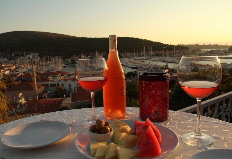 Yalcin Hotel, Çeşme, Teras/Veranda