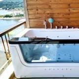 Apartemen, pemandangan laut (King Penthouse) - Bathtub spa pribadi