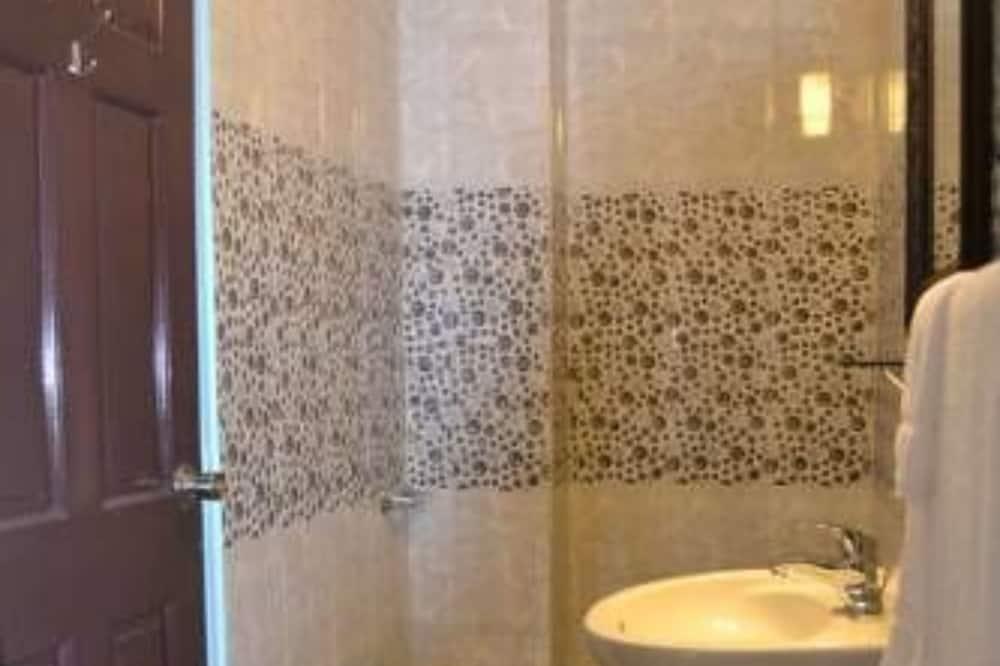 Huone, Oma kylpyhuone (Queen Room) - Kylpyhuone