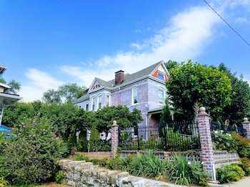 Picture of 1812 Overture Bed and Breakfast in Kansas City