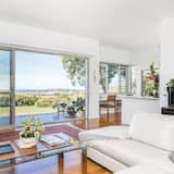 House, 4 Bedrooms, Mountain View - Living Room
