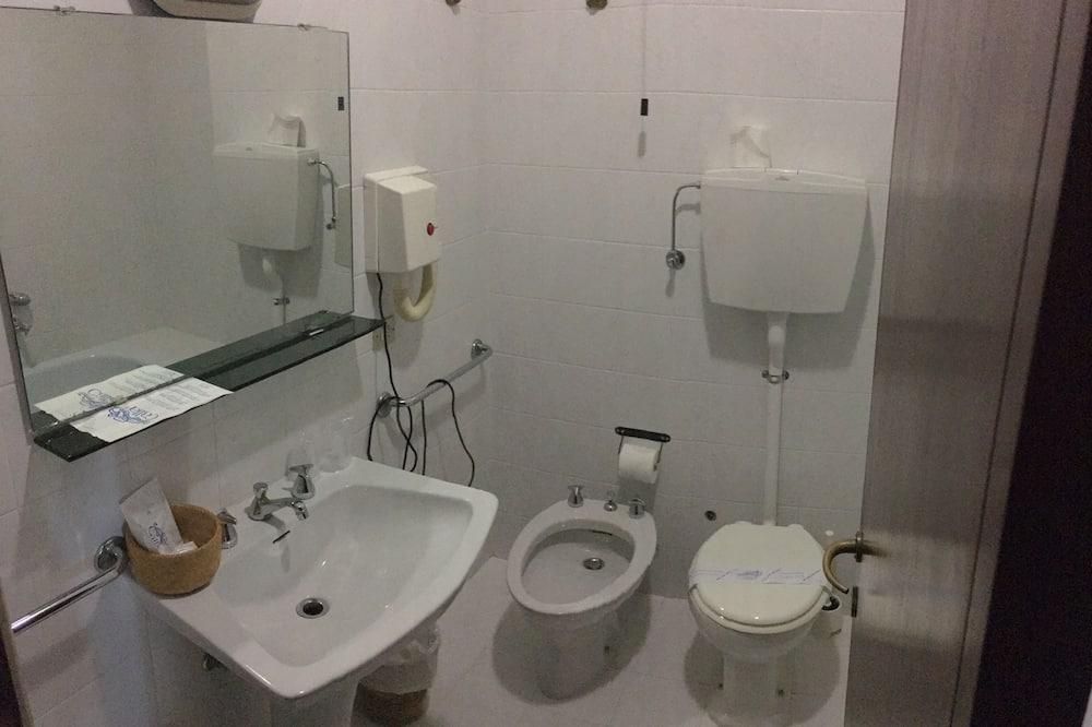ห้องคลาสสิก, วิวทะเลสาบ - ห้องน้ำ