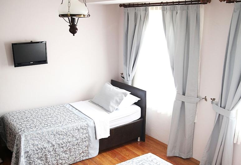 Ebruli Hotel, Bozcaada, Standard-Dreibettzimmer, Zimmer