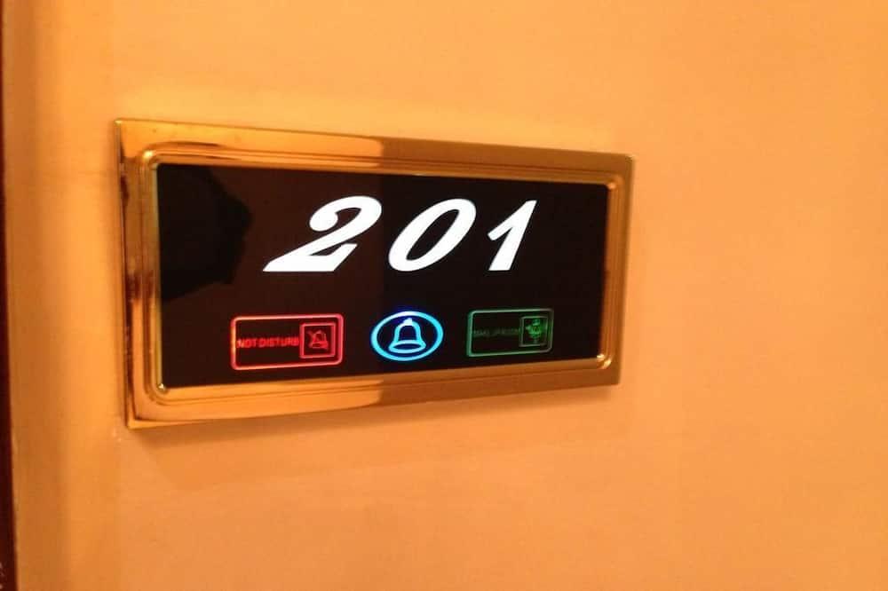 Numeris verslo klientams, 1 miegamasis, Rūkantiesiems, vaizdas į miestą - Svečių kambarys
