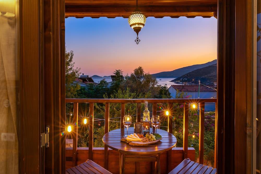 חדר ירח דבש זוגי, מרפסת, נוף לים - חדר אורחים