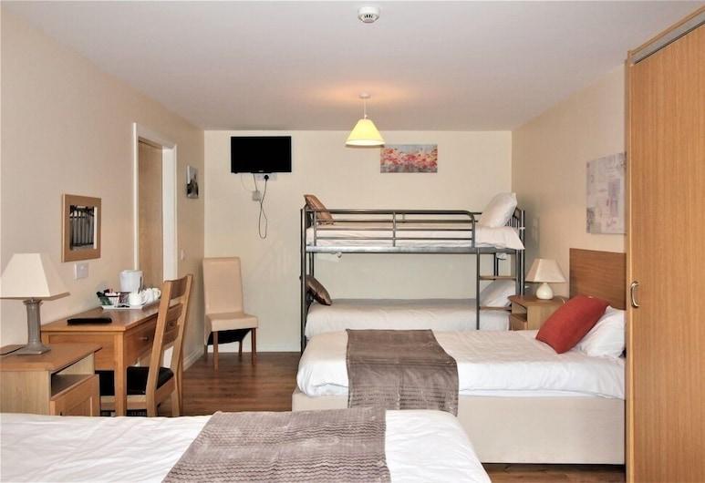 The Connaught Inn, Castlebar, Quintuple Room, Guest Room