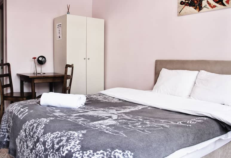 Puffin Hostel, Istanbul, Classic Double Room, Balcony, Guest Room