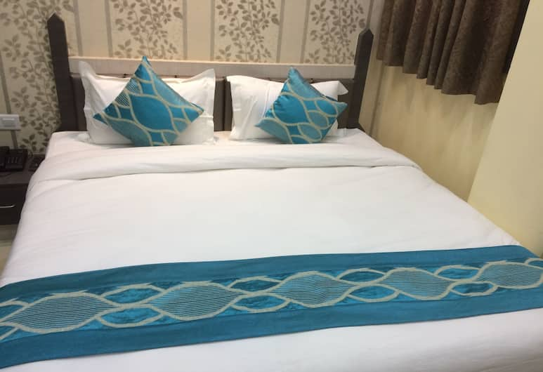 Hotel Rahil Palace, Varanasi, Super Deluxe Room, Living Room