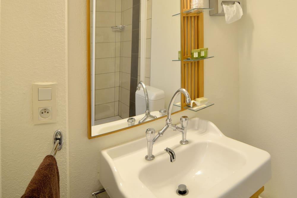 Standard - kahden hengen huone - Kylpyhuoneen pesuallas