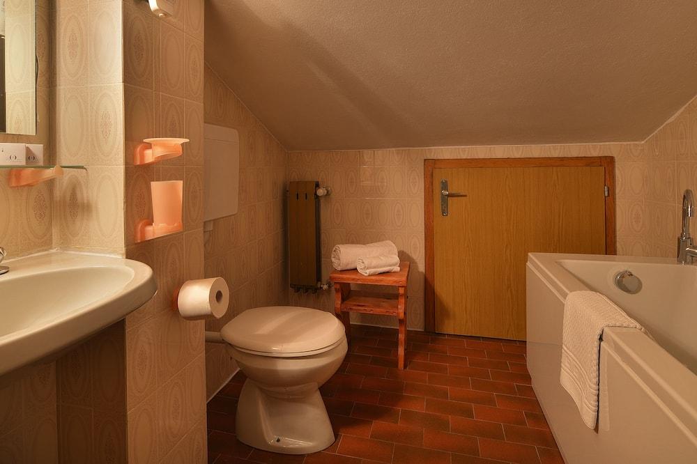 Chambre Triple Économique - Salle de bain