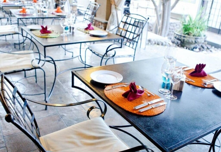 Olive Grove Guesthouse, Windhoek, Outdoor Dining