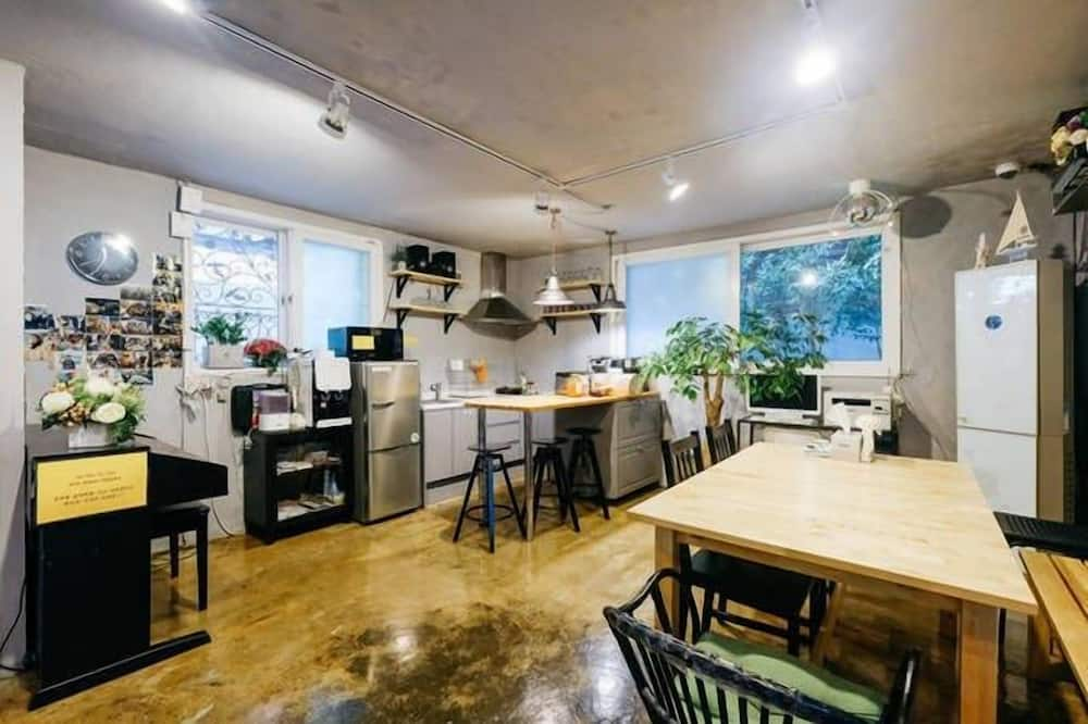 Itaewon 1F - 3 Bedrooms - In-Room Dining