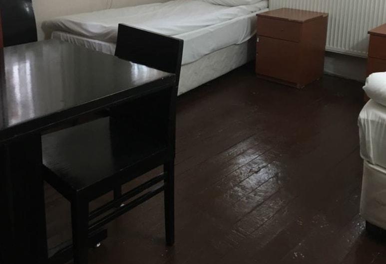 Piya Hostel, Istanbul, Eenvoudige driepersoonskamer, Kamer