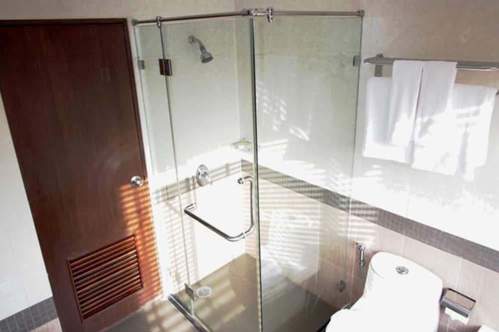 Deluxe Room, 1 Queen Bed, Partial Sea View - Bathroom