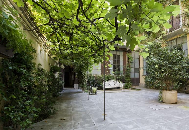 Italianway   - Caretto, Milano, Avlu