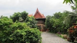 Choose This Cheap Hotel in Amphawa