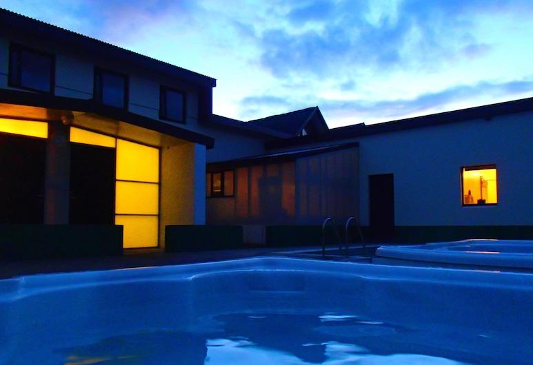 Bakkaflöt Guesthouse, Skagafirði, Útilaug