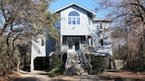 Nuotrauka: Sandy Pants - 5 Br home by RedAwning, Corolla
