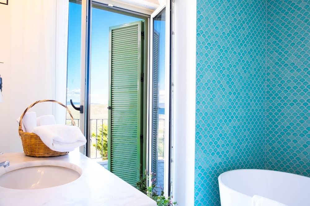 Номер «Делюкс», ванна, вид на море - Ванная комната