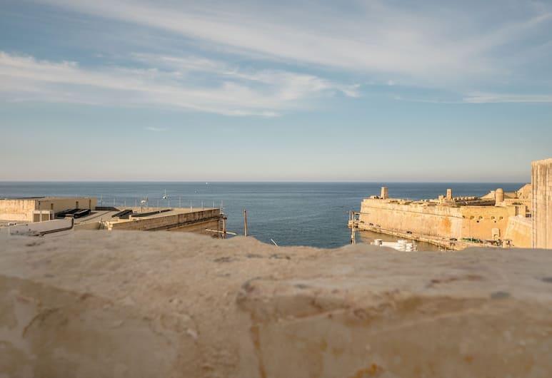 Ajkla, Valletta, Premier stúdió lakosztály, 1 kétszemélyes ágy, Kilátás a szobából