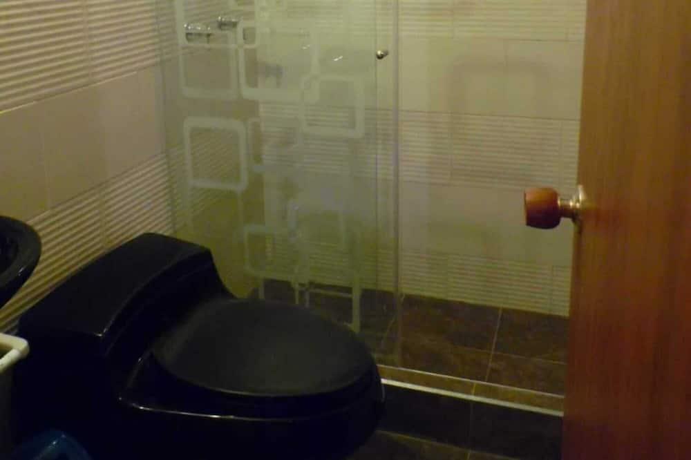 Сімейний двомісний номер (2 односпальних ліжка), 5 спалень - Ванна кімната
