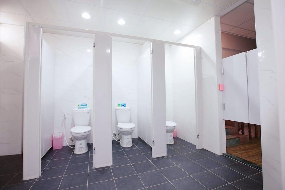 Koplietojuma guļamzāle, abu dzimumu guļamzāle (6-Bed in Room) - Vannasistabas ērtības