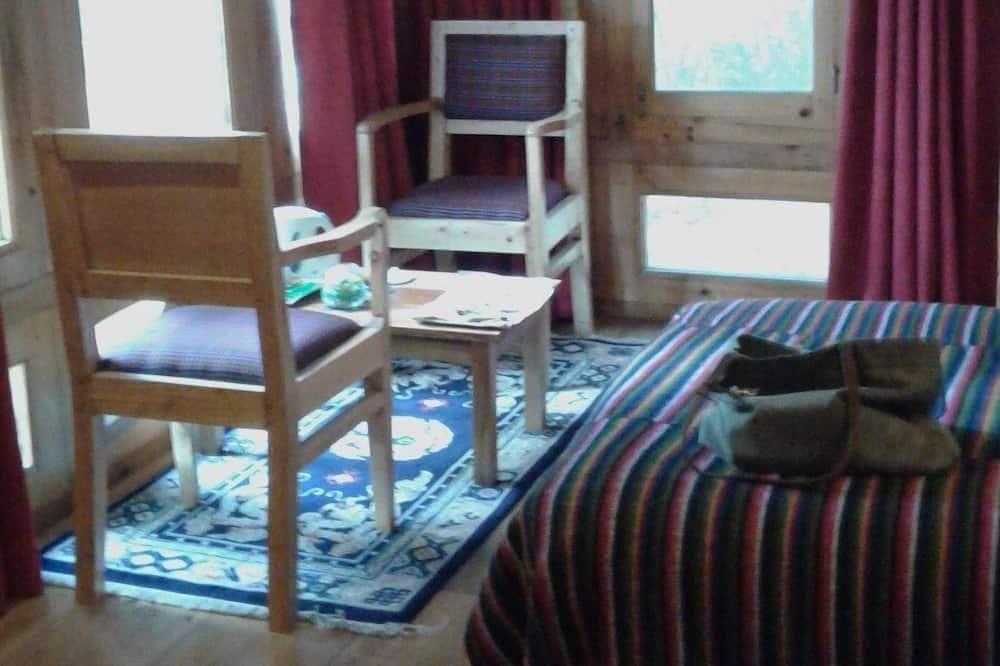Standard Tek Büyük veya İki Ayrı Yataklı Oda - Oturma Alanı