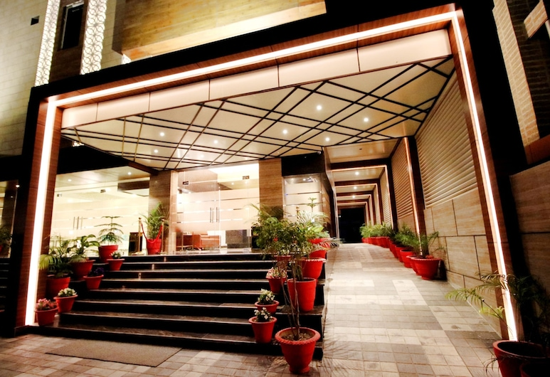 Pinnacle by 1589 Hotels, Lucknow, Hotel Entrance