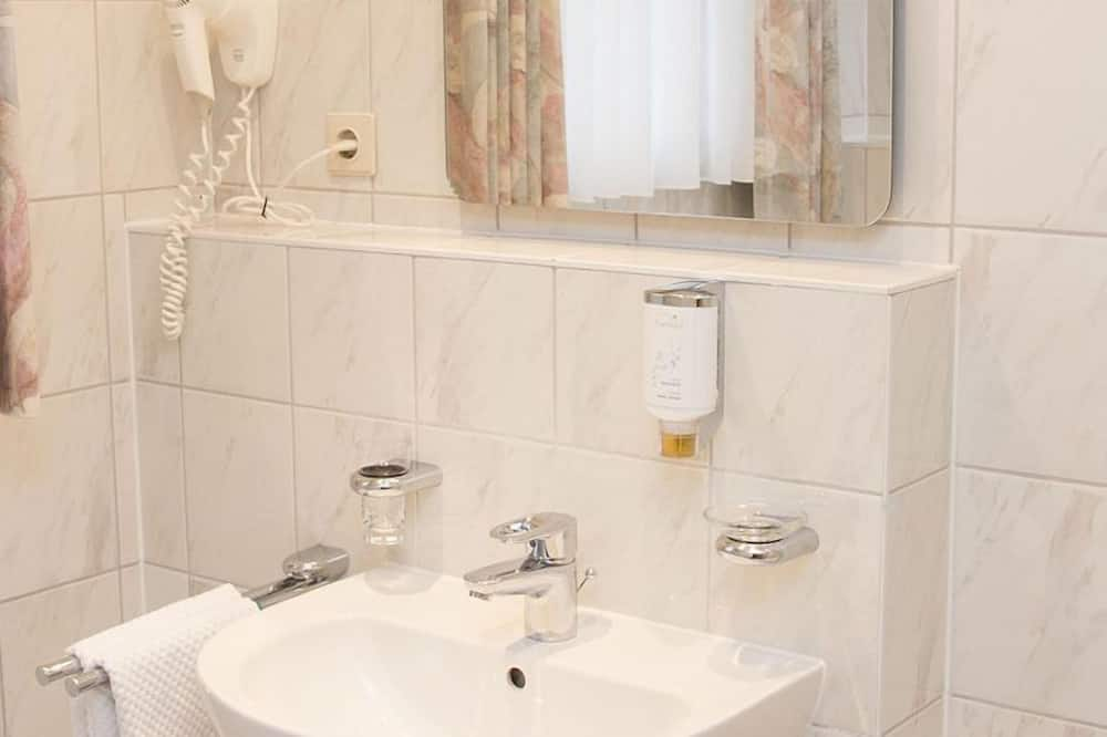غرفة عادية فردية - حوض الحمام