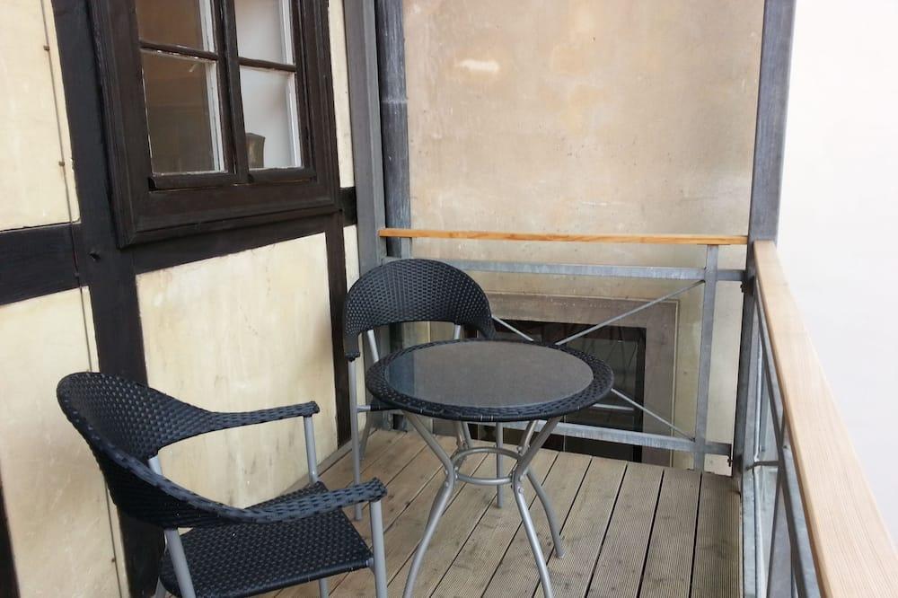 Comfort Studio, 1 Queen Bed, City View - Balcony