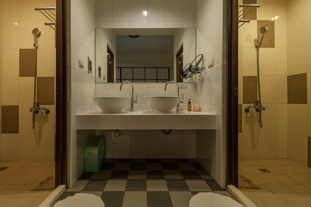 חדר מעונות משותף, חדר מעונות מעורב (גברים ונשים) - חדר רחצה