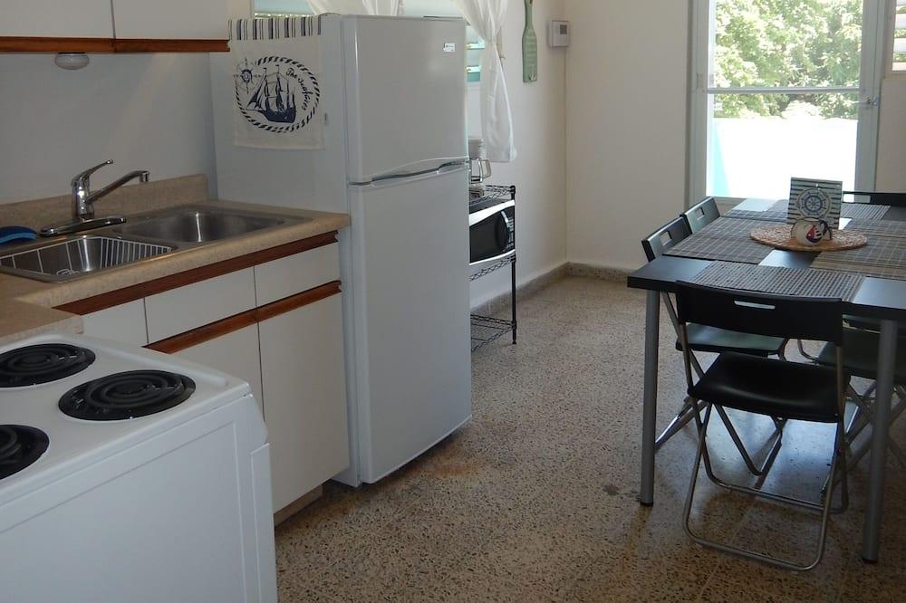 Lägenhet Standard - 1 queensize-säng - viss havsutsikt - Vardagsrum